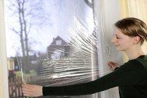 Как правильно утеплить окна полиэтиленовой пленкой