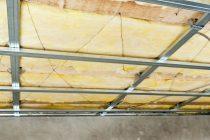 Как крепить утеплитель к потолку изнутри