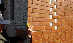 Как монтировать фасадные панели под кирпич